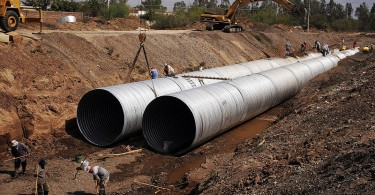 800px-large_diameter_pipe_installation